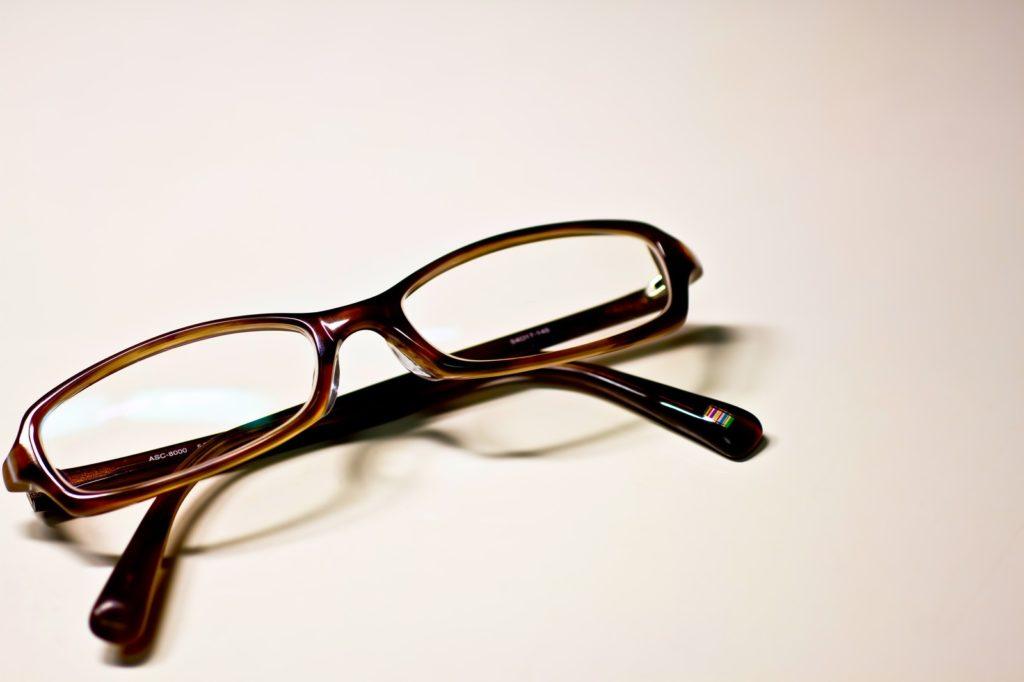 メガネをかけない