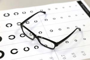メガネと視力検査
